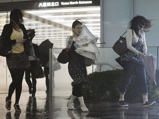 Tajfun Gučol provázel silný déšť a vítr