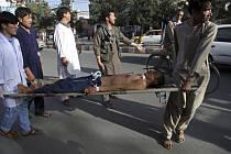 Muž zraněný po útoku v Kábulu. Ilustrační foto