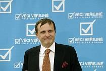 Předseda poslanců VV Vít Bárta řekl novinářům, že požádá sněmovní imunitní výbor o vydání k trestnímu stíhání.