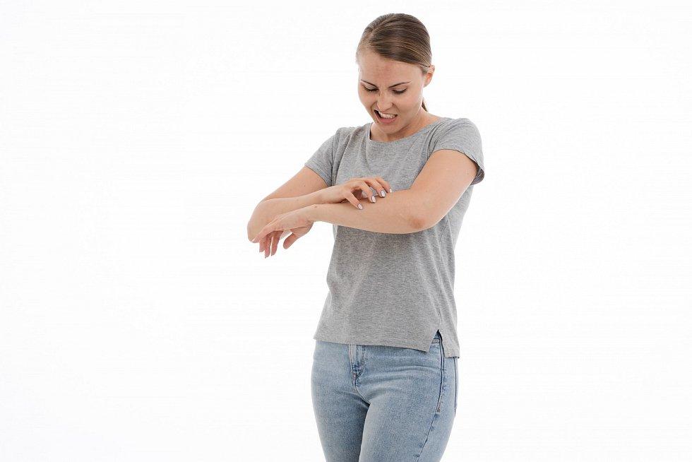 Spektrum projevů alergických reakcí je velmi široké, od banální rýmy až po anafylaktický šok, který může končit i smrtí.