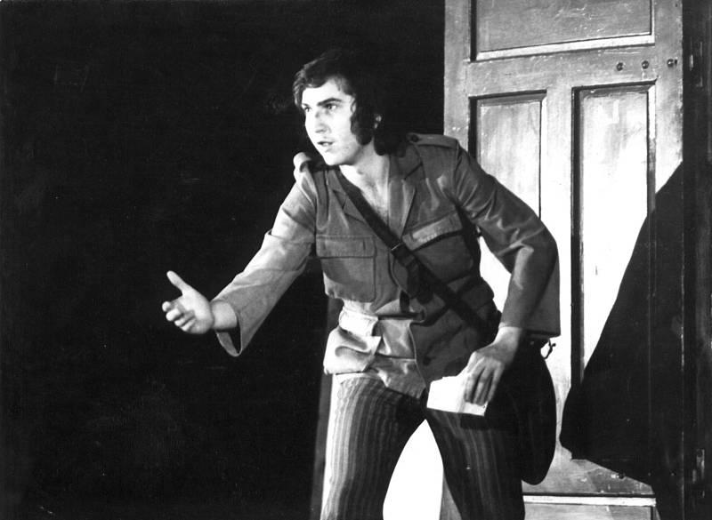 Miroslav Donutil na prknech divadla Husa na Provázku ve hře Tótovci v roce 1972