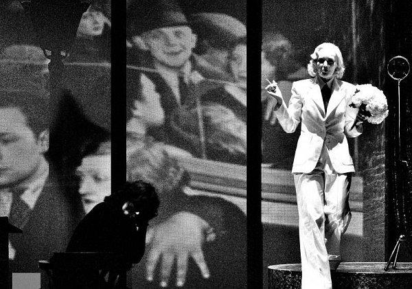 Marlena Dietrich a Edith Piaf se vživotě nesetkaly, až teď, na jevišti Myronova divadla vOstravě.