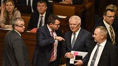 Zleva poslanci Marek Benda (ODS), Jan Chvojka (ČSSD), Jaroslav Faltýnek (ANO) a Pavel Kováčik (KSČM) na ustavující schůzi Poslanecké sněmovny.