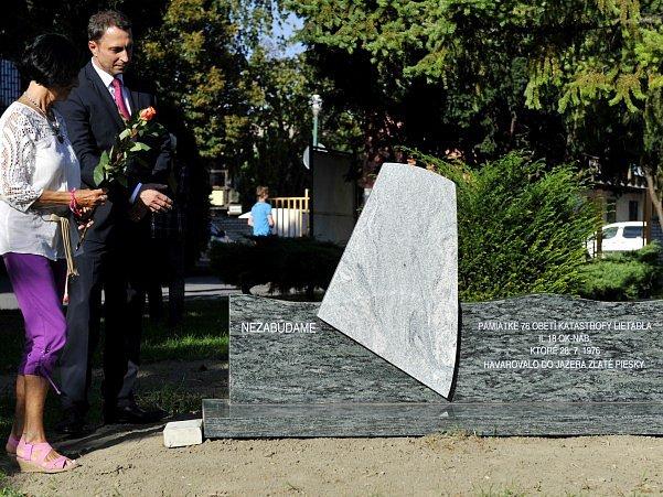 pomník obětem letecké katastrofy vBratislavy zroku 1976
