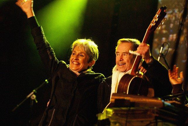 Joan Baezová s Václavem Havlem
