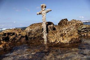 OBRAZEM: Moře vydalo opravdový poklad, 900 let starý křižácký meč