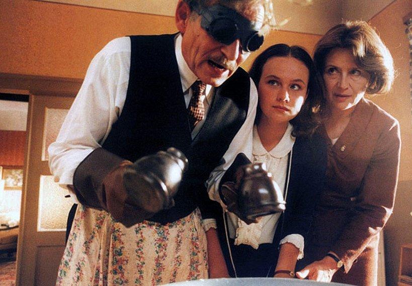 Kristýna Badinková Nováková (uprostřed) v kultovním filmu Pelíšky.