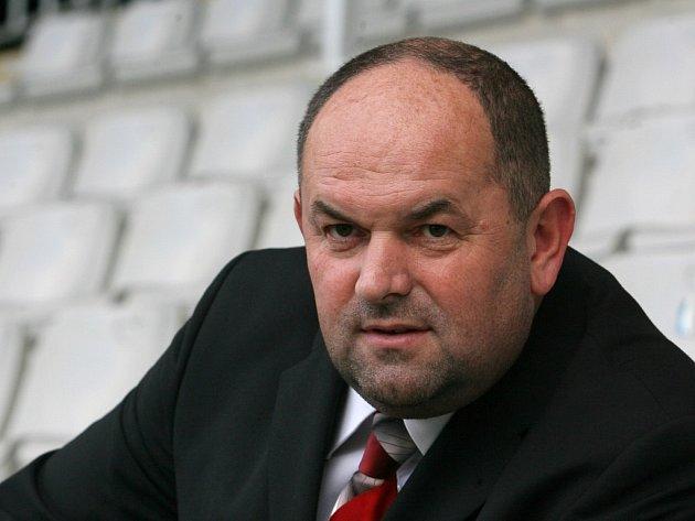 Šéf českého fotbalu Miroslav Pelta se s ministrem vnitra Milanem Chovancem shodl na zpřísnění požadavků pro bezpečnost na stadionech.