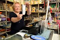 """Růžena Mašková, majitelka obchodu s domácími potřebami v Plzni.""""Je to samozřejmě pomalejší, takže zákazník musí déle čekat na účtenku a hlavně musím na zadávání dávat pozor, protože jakmile to odkliknu, už je to v systému. Vše nám funguje."""