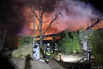 Požár v pavilonu opic v zoologické zahradě v západoněmeckém Krefeldu.