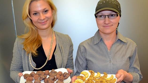 Hodnocení upečeného vánočního cukroví porotou v rámci projektu Deníku Česko zpívá koledy se uskutečnilo 22. listopadu 2013 v Praze.