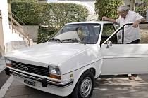 Sedm dětí zorganizovalo tajnou renovaci rodinného Fordu Fiesta. Byl to dárek pro otce, jemuž nedávno diagnostikovali rakovinu.