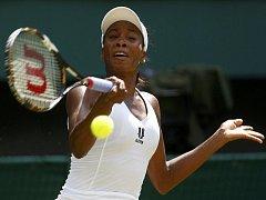 Venus Williamsová dál suverénně směřuje za obhajobou titulu.
