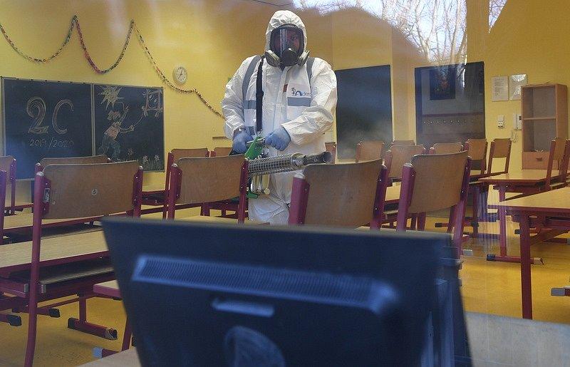 Dezinfekce ve škole