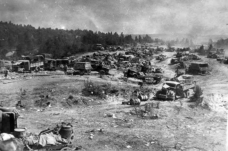 Zničená vozidla 9. armády wehrmachtu zanechaná v Bělorusku