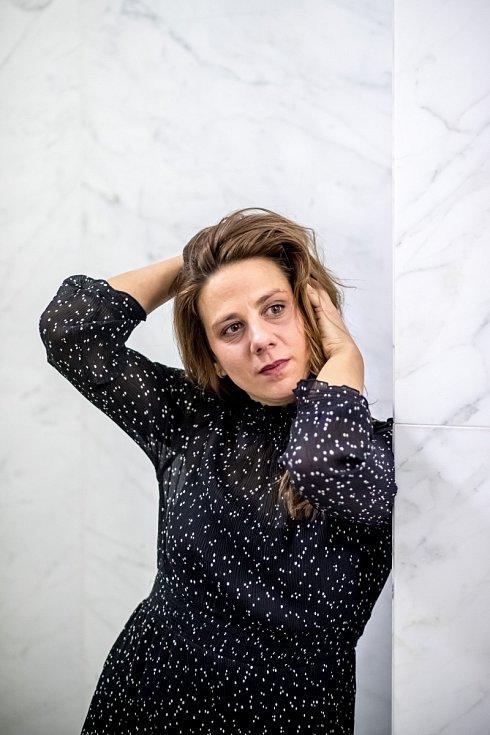 Když někdo napíše píseň, která Anetě Langerové sedí, cítí se v ní jako doma, přijme ji za svou.