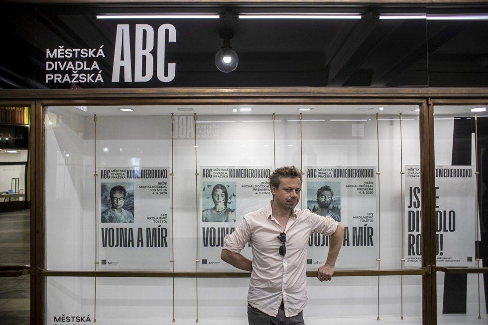 Od roku 2009 je Viktor Dvořák v angažmá v Městských divadlech pražských.