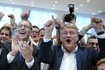 Reakce na předběžné výsledky voleb ve štábu saské AfD (zleva Jörg Urban a Jörg Meuthen)