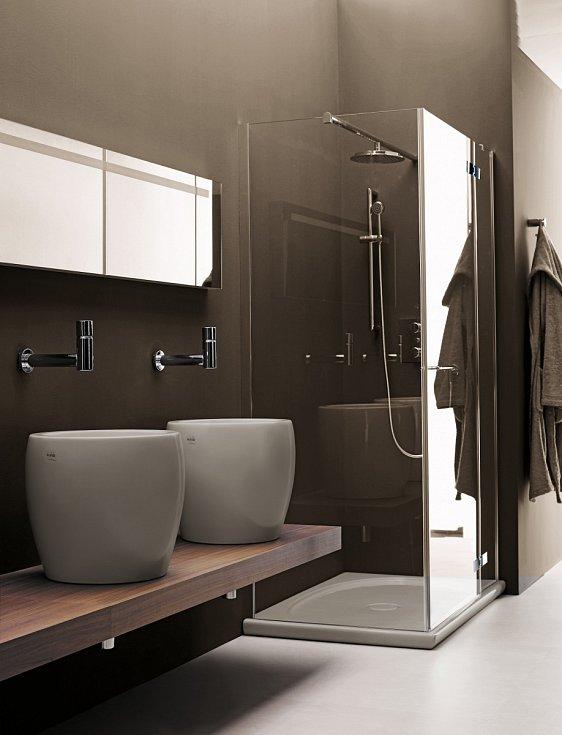 Asi nejdůležitějším předmětem v koupelně je umyvadlo. Pokud se jedná o vícečlennou rodinu, pokuste se najít prostor pro dvojité umyvadlo nebo lépe pro dvě umyvadla umístěná vedle sebe.