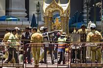Neznámý pachatel se dnes v centru Bangkoku pokusil o další atentát, když shodil z jednoho z mostů nálož.