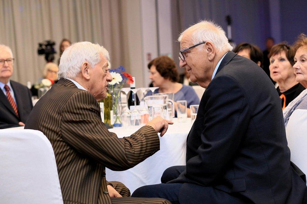 Ota Černý a legenda československého hokeje Jozef Golonka na galavečeru Brněnského roku sportu