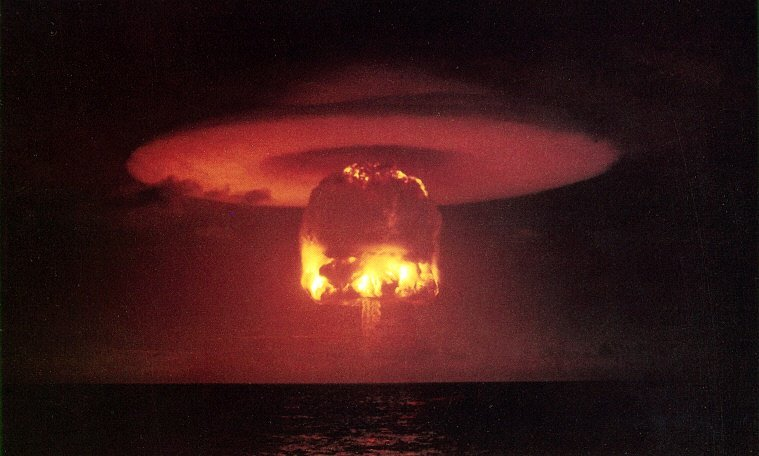 Zkouška jaderné bomby Romeo, provedená americkou armádou na ostrově Bikini v rámci operace Castle