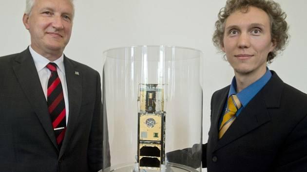Petr Konvalinka, Vladimír Dániel, prototyp první české technologické nanodružice VZLUSAT-1