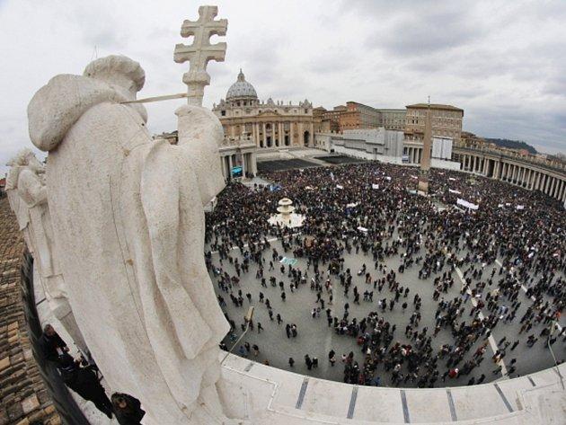 Svatopetrské náměstí ve Vatikánu.