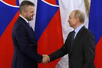 Slovenský premiér Peter Pellegrini (vlevo) se setkal s ruským prezidentem Vladimirem Putinem