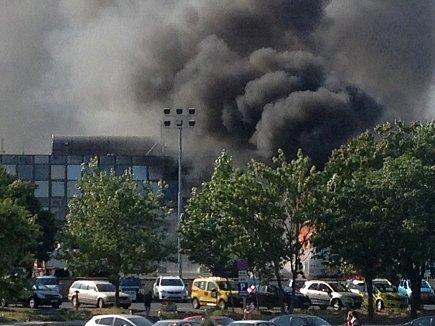 Několik lidí přišlo o život a řada dalších byla zraněna při údajném sebevražedném útoku na autobus s izraelskými turisty na letišti v bulharském černomořském letovisku.