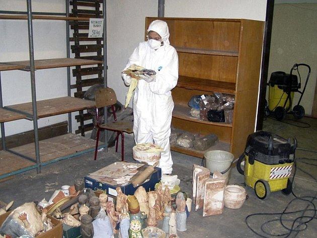 Vyčištění Základní školy Na Šutce v Praze 8 od nebezpečného azbestu stálo městskou část zhruba 6,5 milionu korun bez DPH.