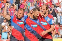 Fotbalisté Plzně (zleva) Daniel Kolář, Jan Holenda a Roman Hubník se radují z gólu.