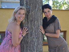 Anna Semiánová (vlevo) a Monika Kopčanová se na oslavy deseti let Klubu delfín v současných prostorách těší
