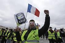 Ve Francii znovu vyšli do ulic příznivci hnutí žlutých vest