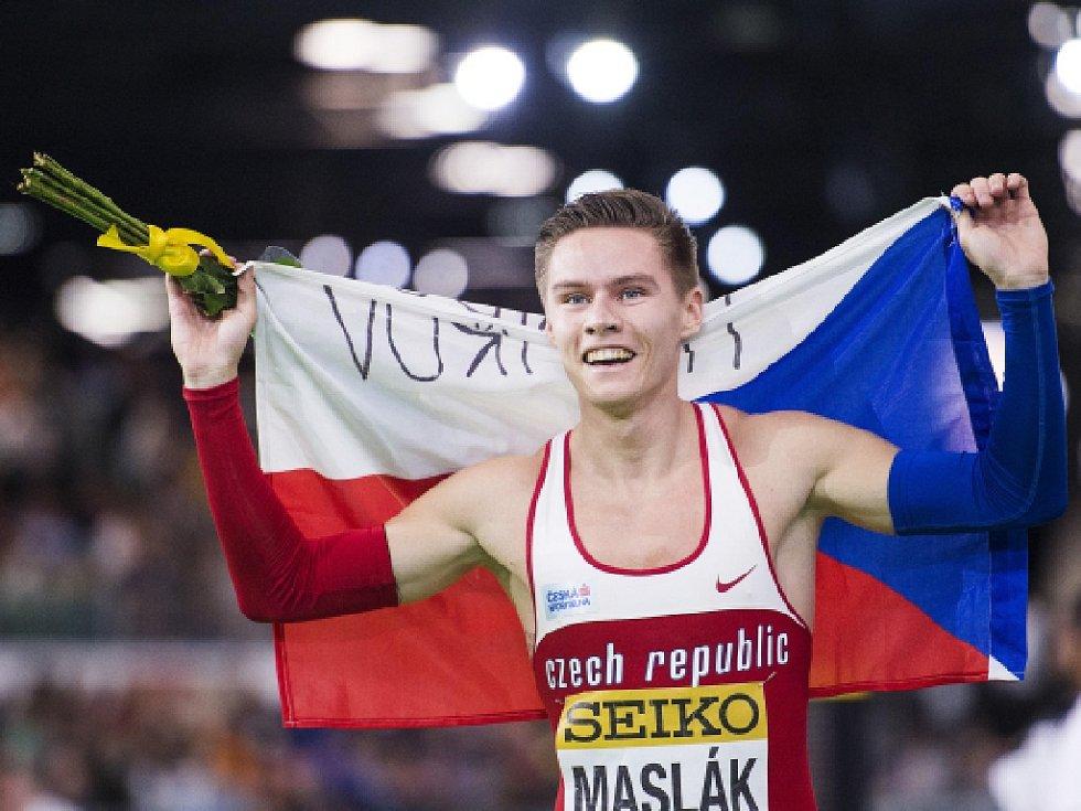 Je zlatý! Pavel Maslák obhájil v Portlandu titul halového mistra světa.