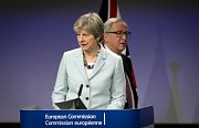 Theresa Mayová, Jean-Claude Juncker