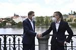 Předseda Starostů a nezávislých (STAN) Vít Rakušan (vlevo) a předseda Pirátů Ivan Bartoš.
