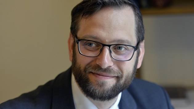 Nový vrchní pražský rabín David Peter.