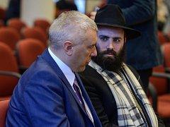Vlivný evropský rabín Menachem Margolin se domnívá, že by Židé v Evropě měli dostat zbraně a výcvik, aby mohli sami bránit své komunity proti teroristům.