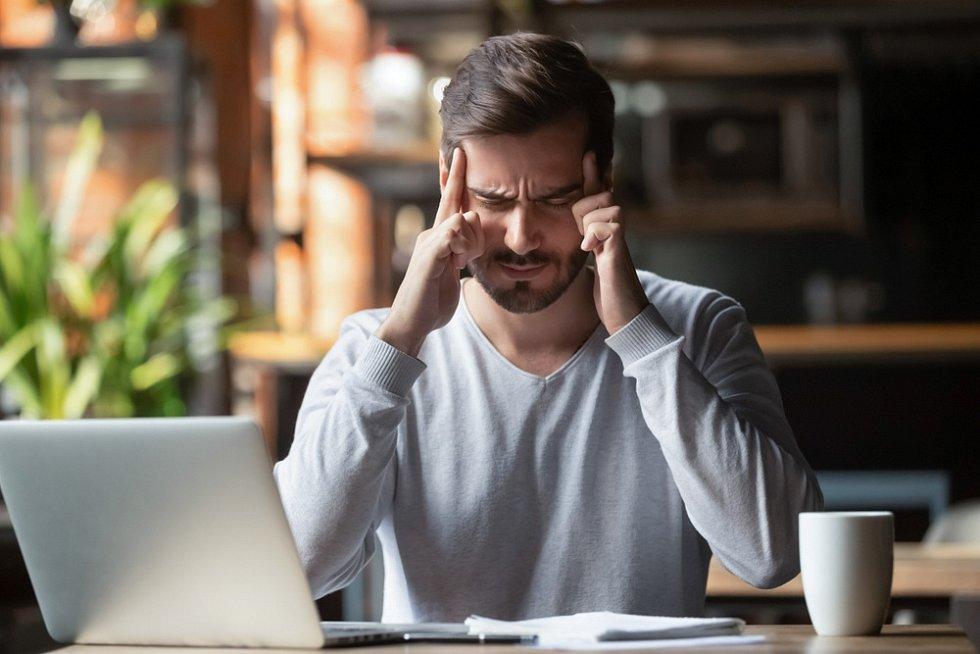 Přepracovanost, stres, nedostatek spánku. Muži po čtyřicítce by na sebe měli být opatrnější.