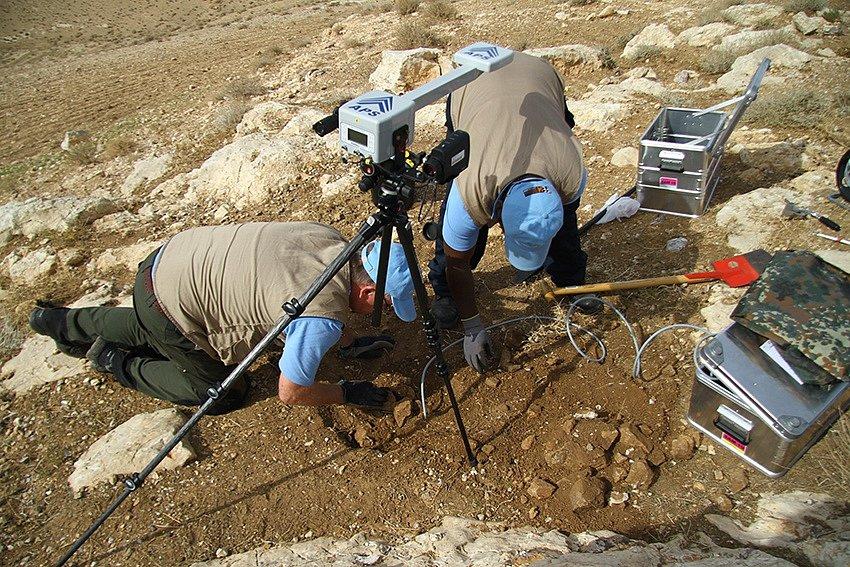 Hledání důkazů o případné jaderné explozi se věnují odborné týmy se speciálním vybavením