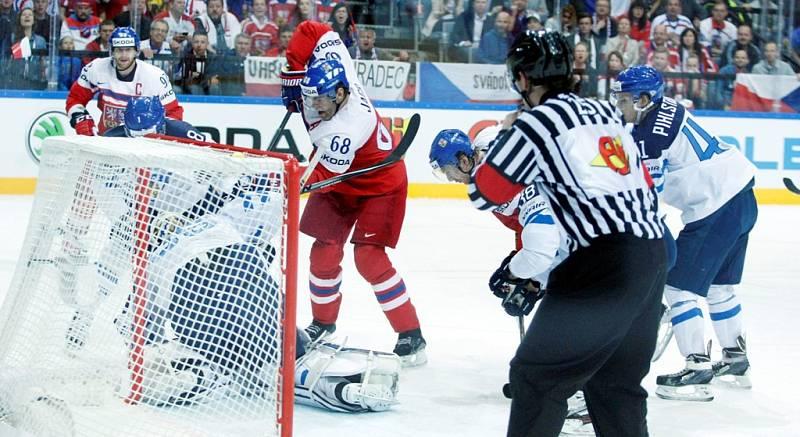 """Čtvrtfinálová bitva mezi Českem a Finskem: Jaromír Jágr motal hlavu obráncům """"Suomi"""""""