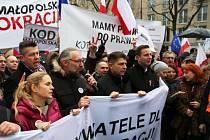 """Ve Varšavě se demonstrovalo proti """"diktatuře většiny""""."""