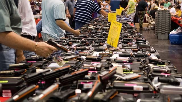 Obchod se zbraněmi v USA, ilustrační foto