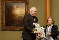 Prezident Václav Klaus přivítal 17. února na Pražském hradě herečku Jiřinu Jiráskovou v den jejích 80. narozenin.