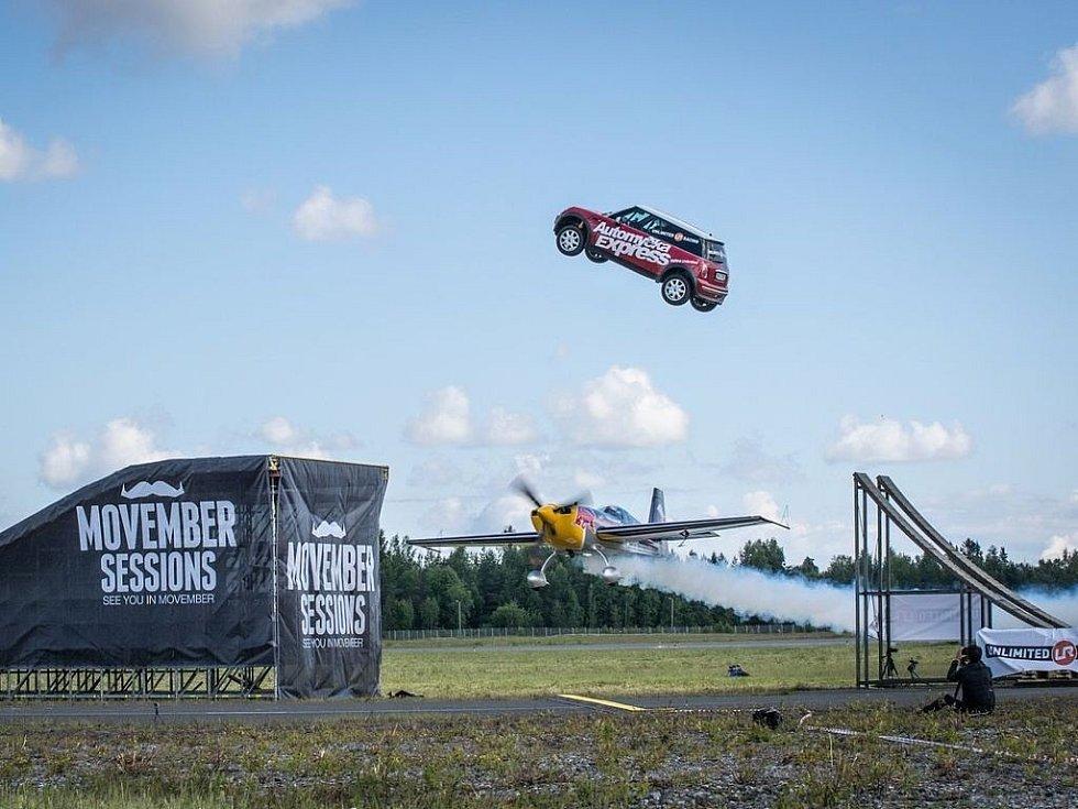 Martin Šonka Martin Šonka dokázal podletět skákající auto.
