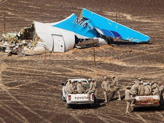 Trosky ruského airbusu v sinajské poušti.
