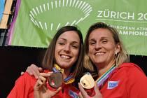 Hrdinky. Oštěpařka Barbora Špotáková (vpravo) se zlatou medailí z ME a Anežka Drahotová s bronzem za chůzi na 20 km.