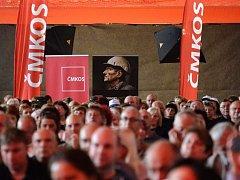 Mítink Českomoravské konfederace odborových svazů na podporu kolektivního vyjednávání o vyšších mzdách se konal 16. září ve sportovní hale v pražské Libni.