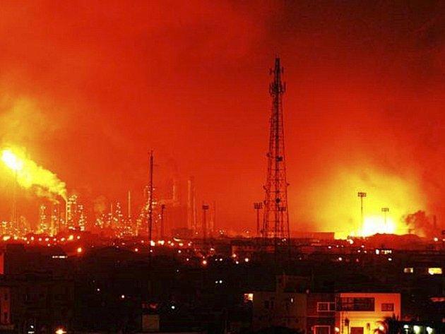 Exploze plynu v největší venezuelské rafinerii Amuay na západě země.